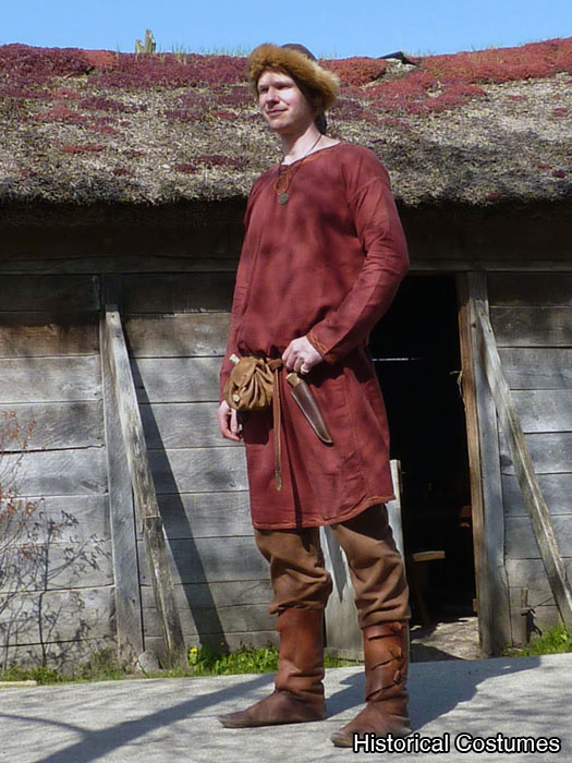 red linen tunic worn without the woollen overtunic
